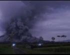 Gunung Semeru Keluarkan Awan Panas, Jalur Pendakian Ditutup, dan Hoaks Video Lava Pijar di Media Sosial