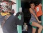 Berpose Unik Saat Menerima Paket Jadi Tren di Filipina