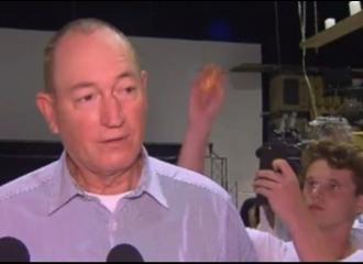 Salahkan Imigran Muslim Terkait Penembakan Selandia Baru, Kepala Senator Australia Dipukul Dengan Telur