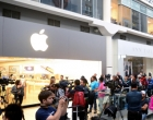 Demi iPhone 7, Fans Apple Rela Antre dan Kemah di Depan Apple Store