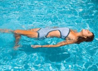 Berenang Dalam Kondisi Menstruasi, Aman?