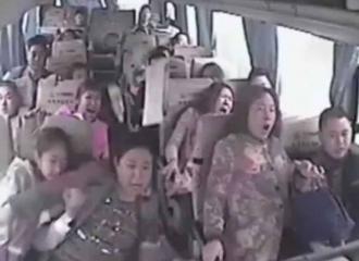 Detik-detik Jatuhnya Penumpang Bus Terjun ke Jurang