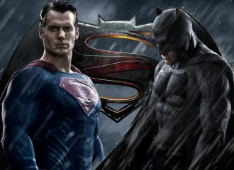 Batman v Superman Hadir Diantara Wonder Woman Misterius